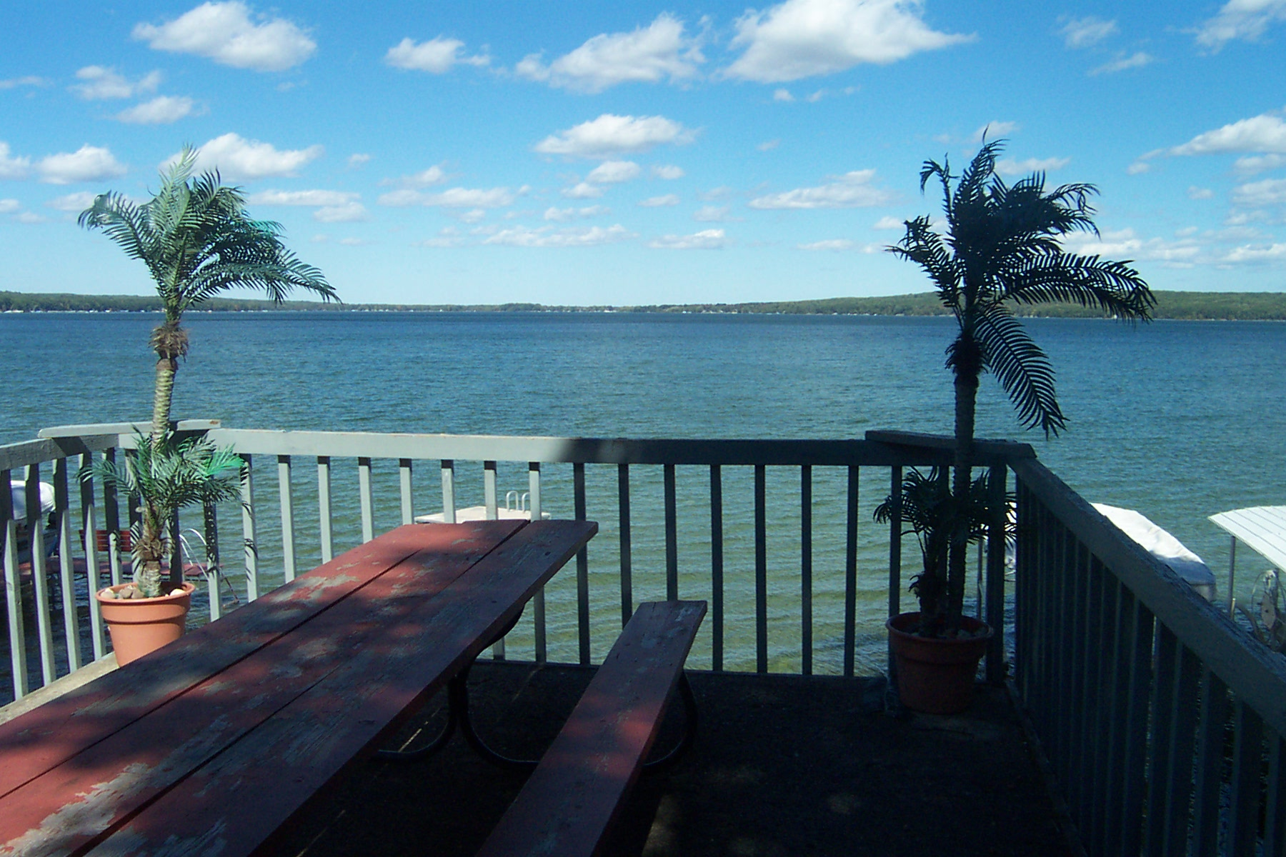 hubbard lake Hubbard lake is a census-designated place (cdp) corresponding to the populated area surrounding the hubbard lake body of water in alcona county in the us state of michigan .
